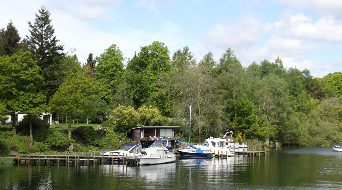 Lakeside cottage holidays with sailing